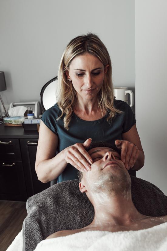 Gesichtsreinigung Gesichtswasser Gesichtspeeling Gesichtsmaske Feuchtigkeitspflege Serum Anti-Aging Anti-Müdigkeit Hightech Nachtpflege Augenpflege Lippenpflege Mundpflege Gesichtspflege-Sets Sonnenschutz Winterpflege